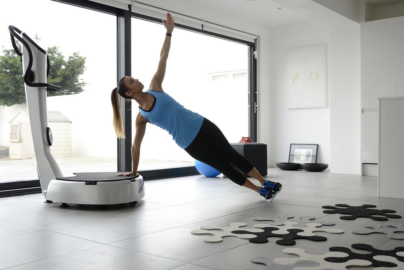 Side plank on gym vibration plate